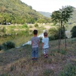 Children looking at the river Tarn